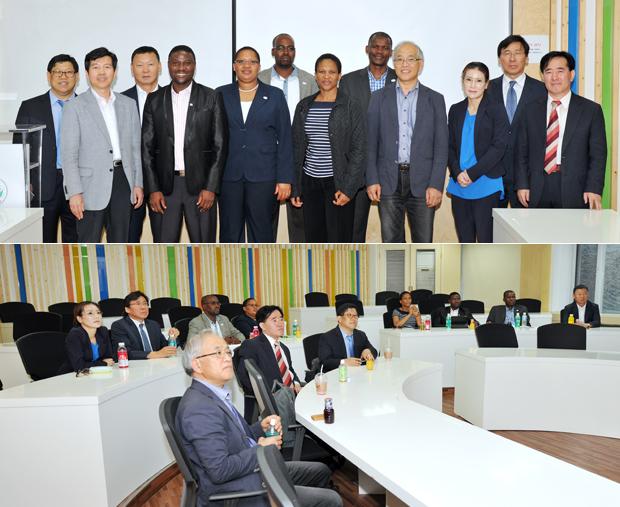 아프리카의 보츠와나(Republic of Botswana) 대통령실 고위 공무원들이 한국의 전자정부 교육과정을 알아보기 위해 비즈니스 IT 전문대학원을 방문했다